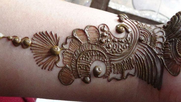 Best Arabic Mehendi 2013:How To Apply Henna Mehndi Tattoo On Hand/Designs. love this!