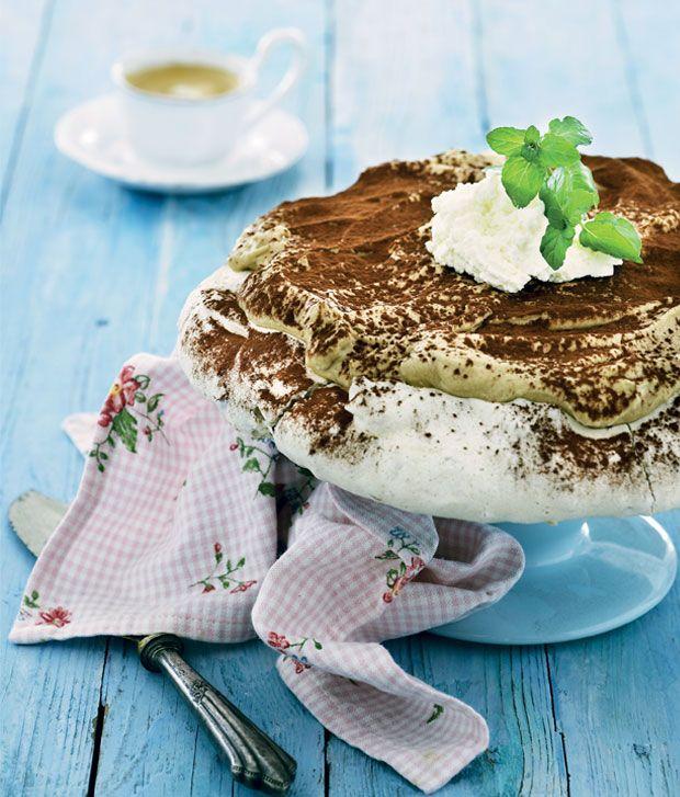 Opskrift på Marengskage med kaffecreme fra - Hendes Verden