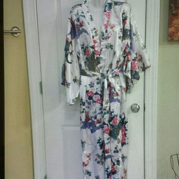 Vintage rare ichi ban Japanese robe Very beautiful robe size m/l no flaws.. sleeves by design are split to allow easier arm movement Intimates & Sleepwear Robes