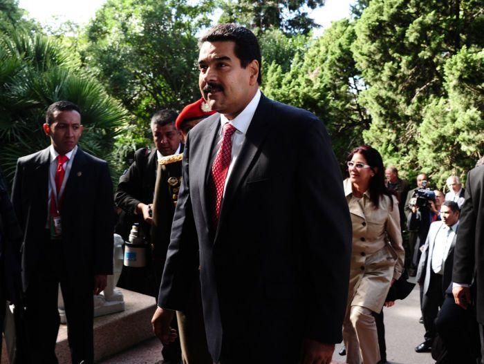 EUA prometem usar todo seu poder econômico e diplomático contra Nicolás Maduro