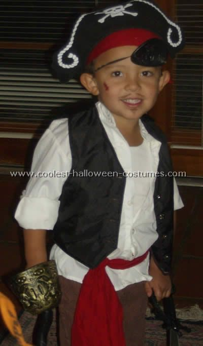 10 Cool Homemade Pirate Costume Ideas for Halloween | Brown pants and Diy pirate costume