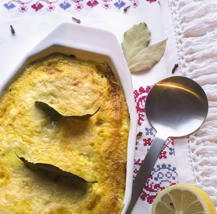 Darf ich vorstellen ... Bobotie aus der Cape Malay Küche. Ein ganz spezielles Gericht, welches ich in Südafrika kennen und lieben gelernt habe. Pikant gewürztes und mit Rosinen verfeinertes Faschiertes. Vollendet wird diese Speise mit einem dünnem Ei-Guss.