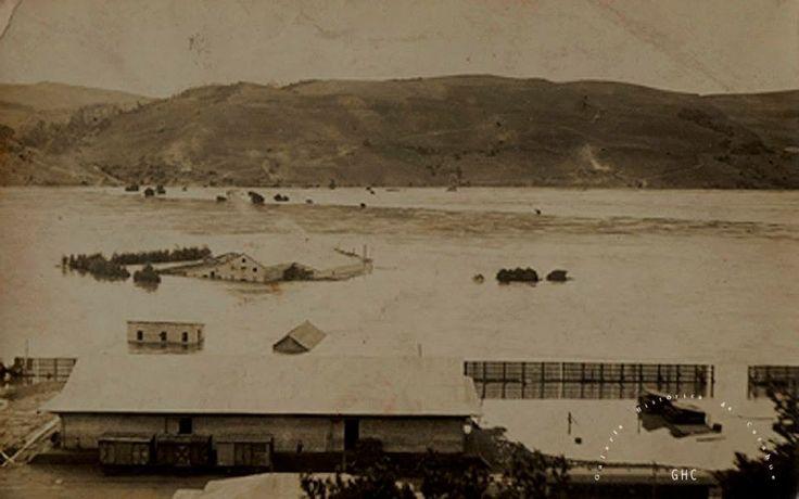 Galería Histórica de Carahue. Cultura Ribereña: Inundación de 1922.- Gentileza Trinidad Pereira y Familia. #ghc #carahue #memoria #patrimoniofotografico