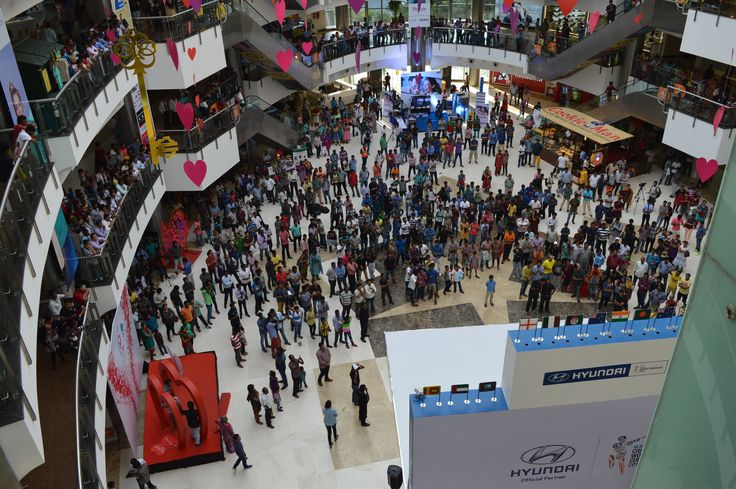 Check out the large number of fans present at the Hyundai Fan Park at the Forum Vijaya Mall, Chennai to witness the live telecast of the India vs Pakistan played in Australia at the ICC Cricket World Cup 2015.