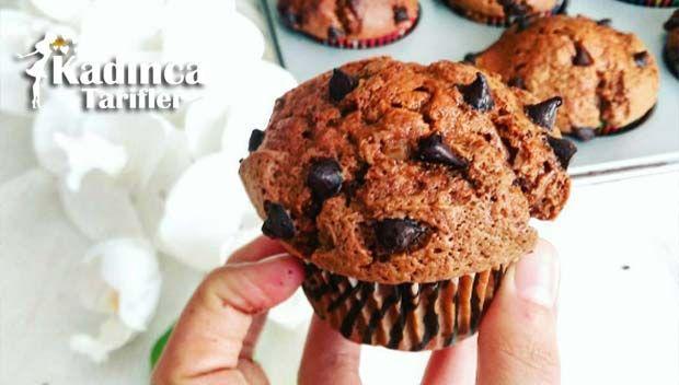 Damla Çikolatalı Muffin Tarifi en nefis nasıl yapılır? Kendi yaptığımız Damla Çikolatalı Muffin Tarifi'nin malzemeleri, kolay resimli anlatımı ve detaylı yapılışını bu yazımızda okuyabilirsiniz. Aşçımız: Çiğdem Mutfakta