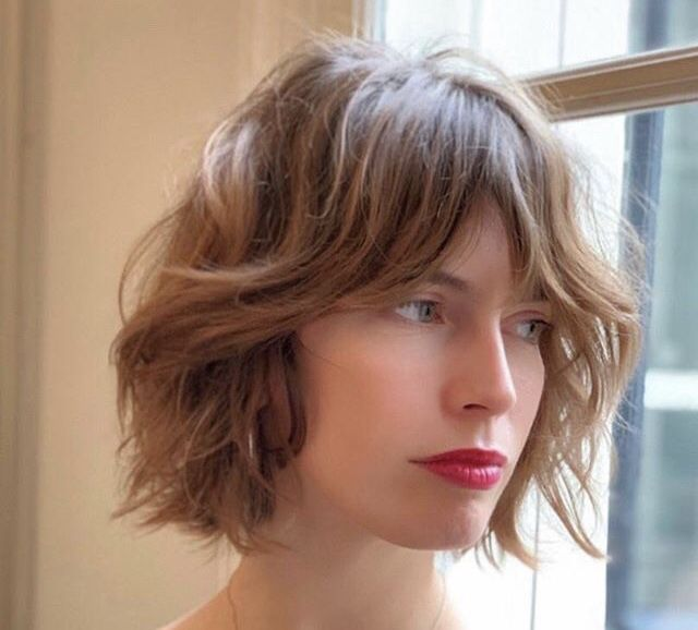 FrenchEconomie™️ Hairstyles & Hair Colors Spring 2019: Chin Length Blunt Bob