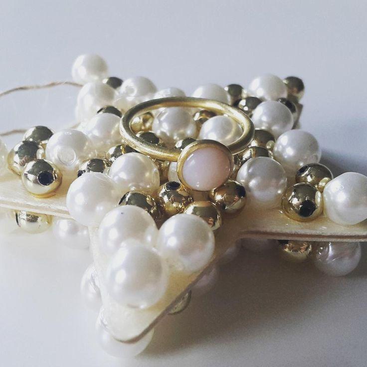 Så er der ikke længe til det er jul. Glædelig første søndag i advent. #hvisk #hviskstyling #hviskstylist #hviskjewellery #smykker #smykke #jewellery #ringen #fingerring #fingerringe #ring #ringe #rings #sølvforgyldt #sølvforgyldtring #juletræspynt #julepynt #jul #advent #1advent #førstesøndagiadvent #førstesøndagiadvendt #christmas #marrychristmas