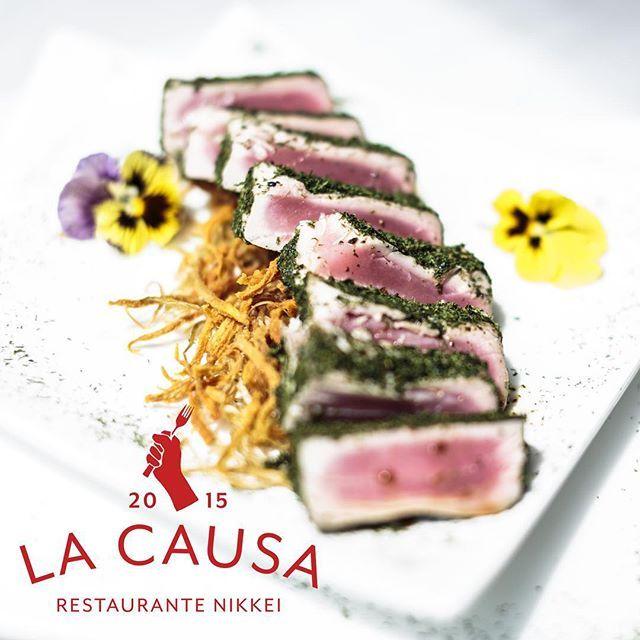 Insurgente Tataki de atún encostrado toda una experiencia Nikkei. #LaCausa #RestaurantesMedellin #NIKKEI #MedellinGourmet #Medellin #foodporn #peruano #japones #monday #tuna #seafood #encostrado #insurgente #tataki #fusion by lacausa2015