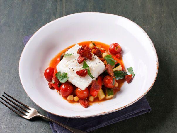 Ovnsstekt torsk med kikerter og chorizo