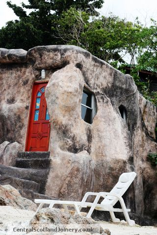 Unique house inside a rock rockin 39 roman rockets for Amazing houses inside and out