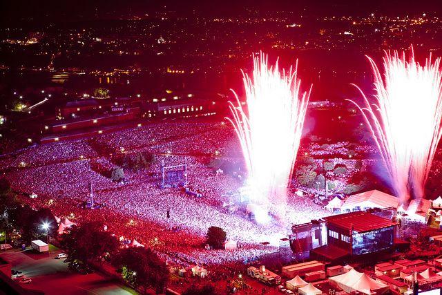 Foule sur les Plaines d'Abraham. Spectacle de #Metallica, #Festival d'été de Québec 2011. Crédit : Renaud Philippe.
