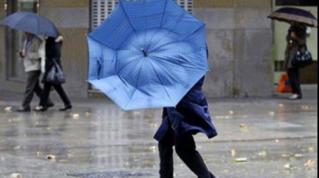 Administratia Nationala de Meteorologie (ANM) a emis mai multe avertizari nowcasting de vant puternic si ceata duminica dimineata. Astfel, intre 08:15 si 11:15, este in vigoare un cod galben de ceata