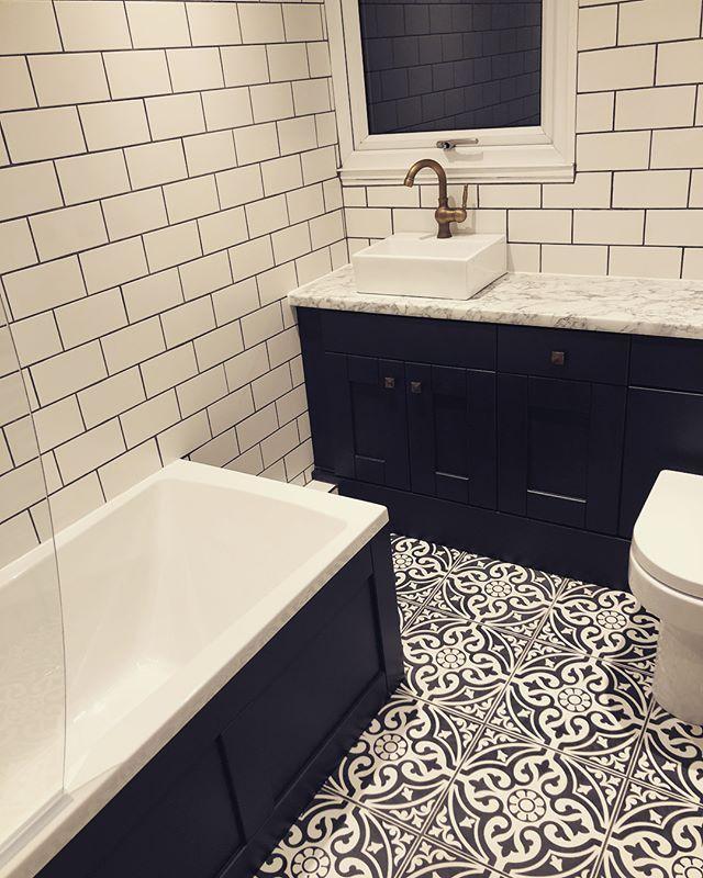 Devon Stone Black Feature Floor Tile 33x33cm Small Vintage Bathroom Patterned Bathroom Tiles Bathroom Design Small