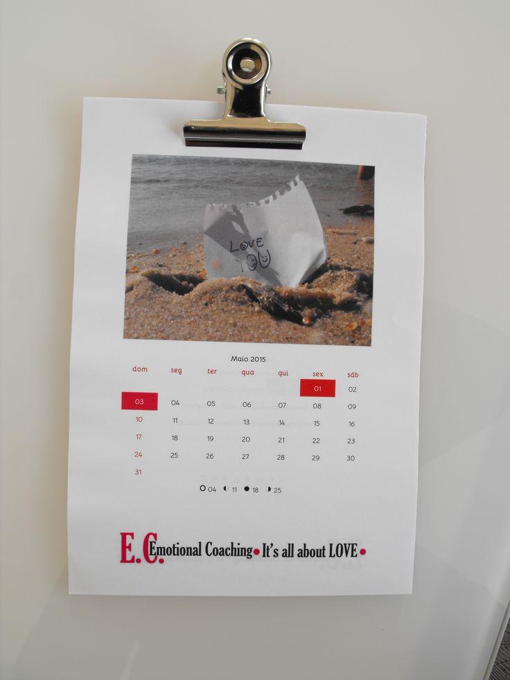 Calendário Feliz Atualizado há 50 minutos Calendário 2015 | Tamanho A5 | Fotos podem ser personalizadas pelo cliente. #GOCOACHEE #EMOTIONALCOACHING Cartas Felizes | E: geral@emotionalcoaching.pt T: +351 918 425 825