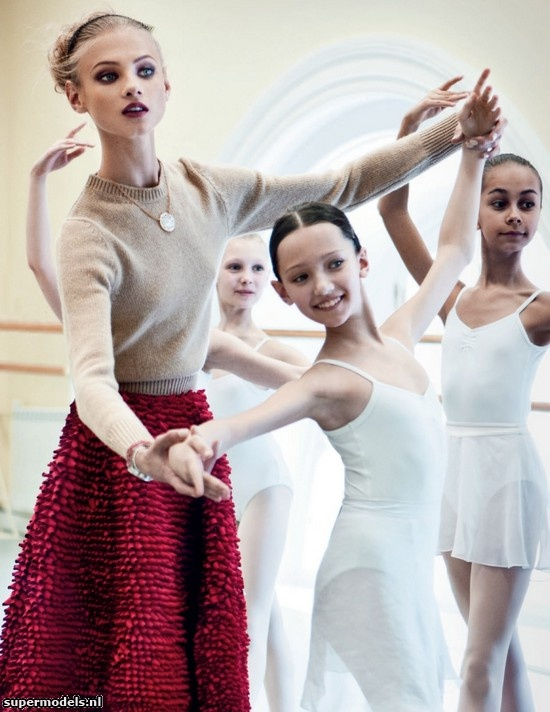 Anna Selezneva in 'Red Lady' - Photographed by Patrick Demarchelier (Vogue Russia October 2012)    Complete shoot after the click...