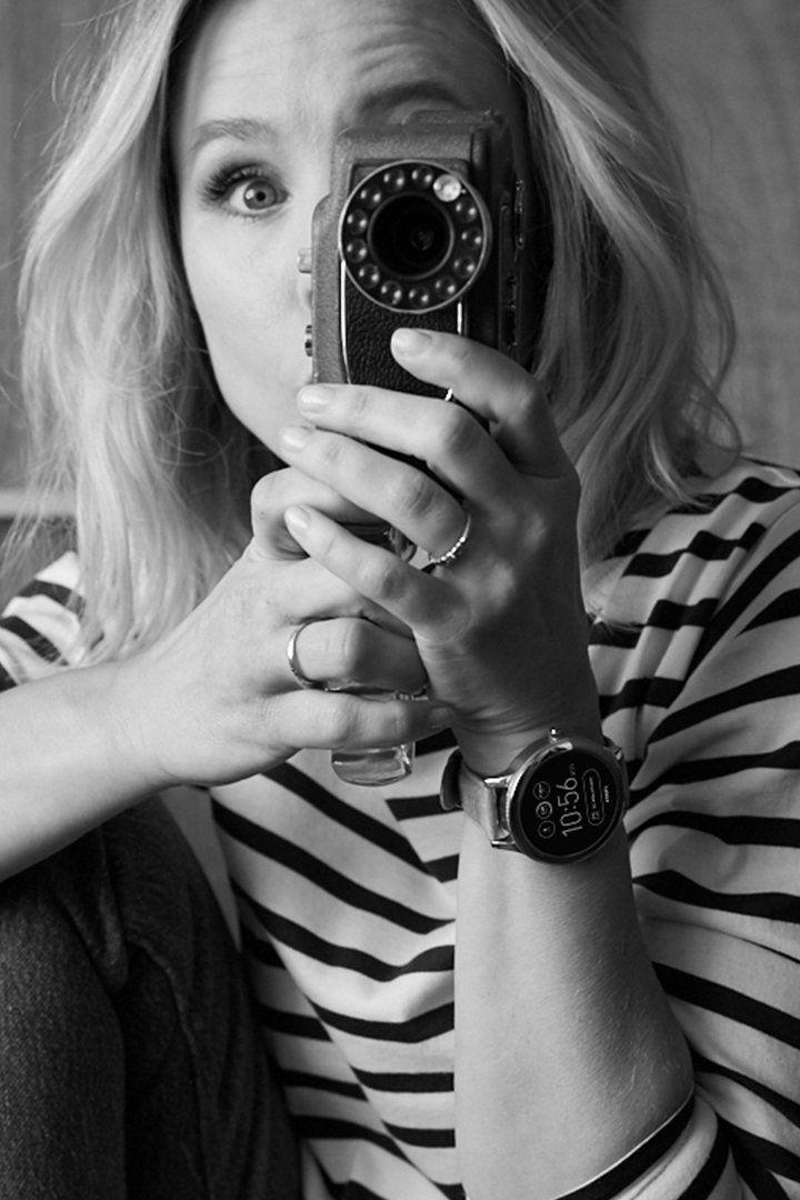 Actress Kristen Bell in her Q Venture display smartwatch.