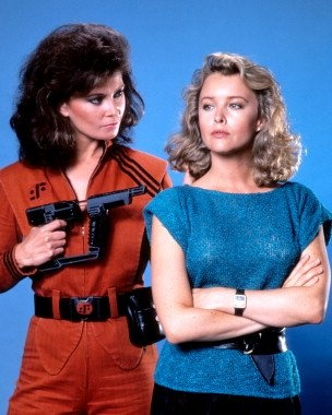 Jane Badler as Diana and Faye Grant as Dr. Julie Parrish in V