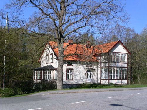 Kyrkhults hembygdsmuseum är inrymt i Läkarvillan, en annexbyggnad till Tulseboda Brunn och uppförd 1898 som bostad och mottagning åt brunnsläkaren. - Välkommen till Läkarvillan i sommar!  Öppettider: Söndagar 3 juli - 7 augusti kl 13-16.  Sista söndagen är det dessutom kaffeservering.  Fri entré
