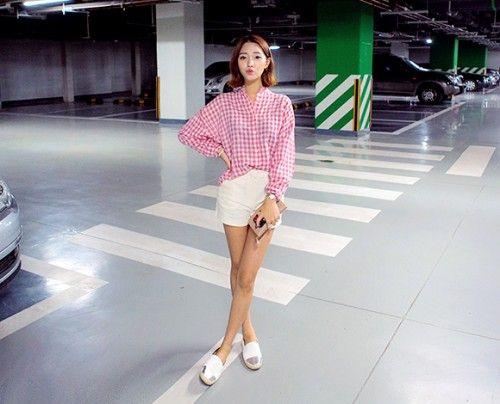 Today's Hot Pick :[ベーシックショートパンツ]ベーシックセミハイウエストコットンパンツ【CHUU】 http://fashionstylep.com/P0000OLL/chuukr/out ベーシックなデザインで使いやすいショートパンツが新登場! 夏の気分を盛り上げるミニマルな丈感がポイントです。 「きちんと感」が漂う、大人の定番ともいえるコットン生地を使用◎ ストレッチ性が高く、ボディを柔らかく包み込み、バッチリフィットします。 コーデの場が広がる定番のショートパンツです☆ ◆4色:アイボリー/ブラック/ネイビー/ベージュ