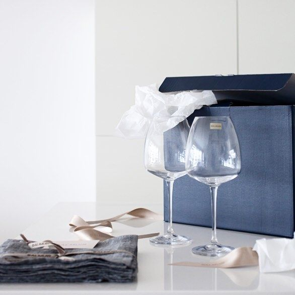 My lovely new wine glasses and linen napkins. Thank you @balmuir ! #balmuir #balmuirlinen #melangelinen #newblogpost #uusipostausblogissa #interior #inredning #sisustus #myhome #kitchen