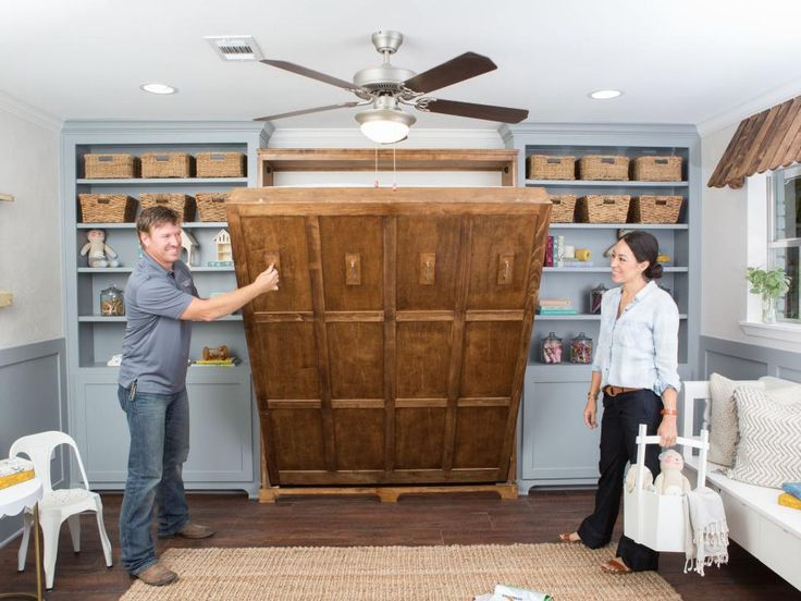 Waco expatriates Lauren and Will have decided to return to their roots, moving back to Waco where they plan to settle down and raise two daughters. Chip and Joanna Gaines help them find and create a stylish and family friendly home within the bounds of a tight budget.