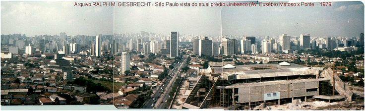 Blog de Ralph Giesbrecht, Vista de Pinheiros (à esquerda) e do Shopping Eldorado em construção em 1979. Ao fundo, os prédios da avenida Faria Lima e no horizonte a avenida Paulista. 30 anos atrás, e já se previam problemas. A foto foi tirada por mim
