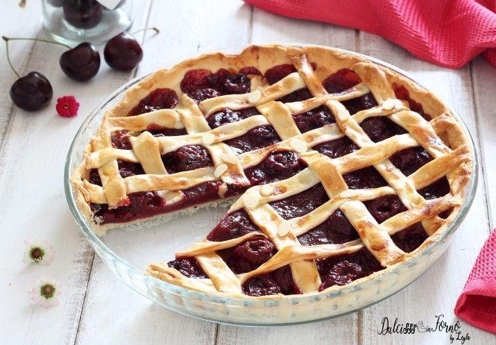 Deliziosa, facile e golosa la Torta di ciliegie americana o Cherry Pie ricetta americana. Una base veloce da preparare e una farcitura speciale da scoprire.