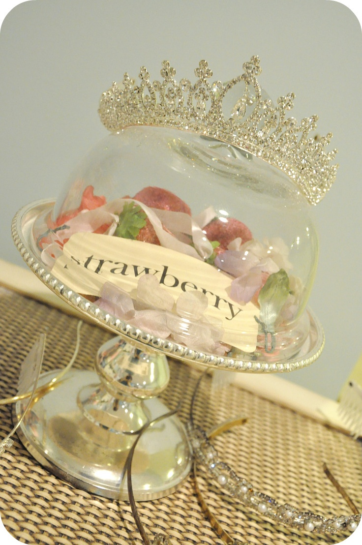 Ooh this is making me think of my next Princess party...