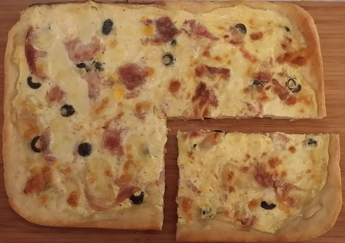 Quiche: ham, black olives and mozzarella