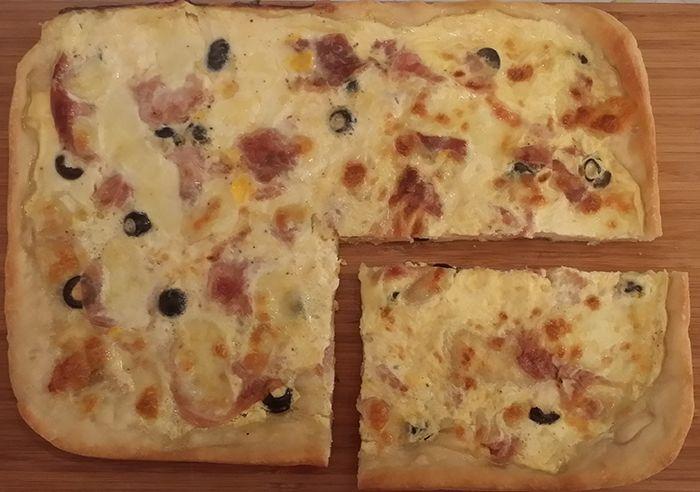 Quiche: ham, black olives and mozzarella