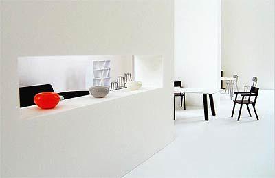 Идеальный дом Захи Хадид и Наото Фукасава. Если от проекта Захи Хадид веет мощью и силой, то растянутое по горизонтали пространство, созданное Наото Хукасава, спокойно и наводит на размышления.