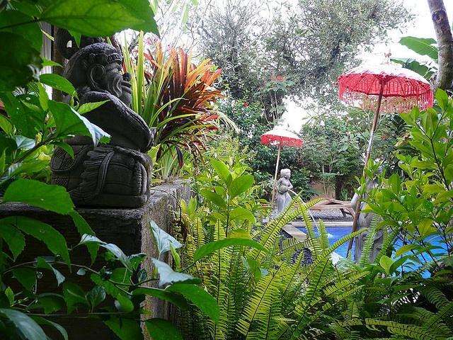 Bali style garden 1 by Rach-Z, via Flickr