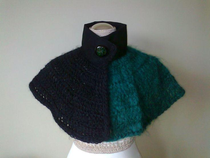 Wool cape and fabric handmade in shades of green and black (Capa de lã e tecido feita à mão em tons de verde e preto).  Visit acucena.doce@gmail.com