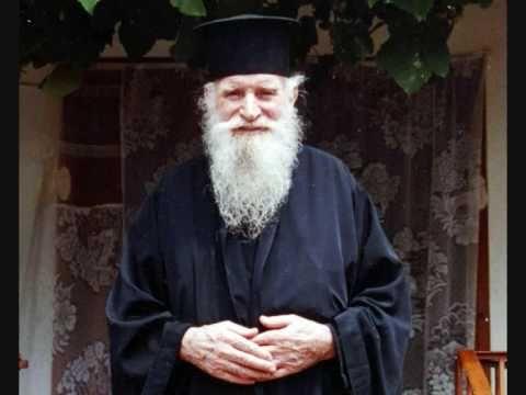 Πνευματικοί Λόγοι: Γιατί ο ιερέας ονομάζεται και παπάς