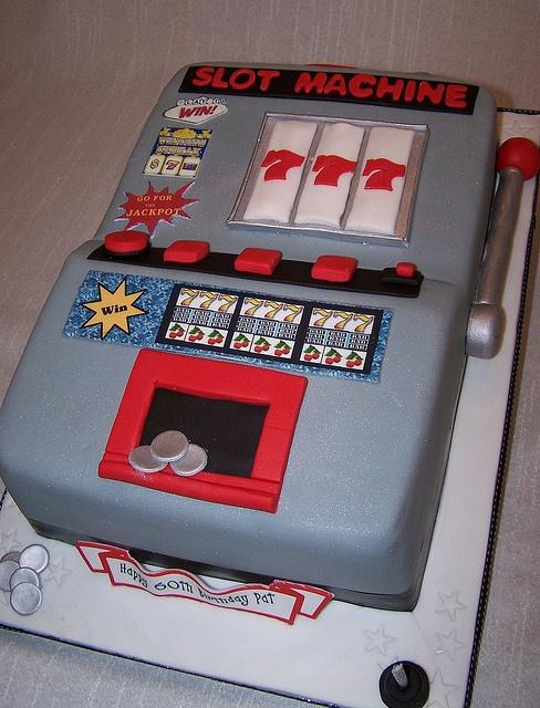 Tarta Máquina Tragaperras ♥Chantilly Cake Designs♥  https://www.flickr.com/photos/cakespace/3219621345/
