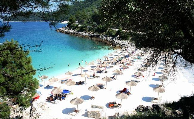 Η ελληνική παραλία που τη βλέπεις και... σου τρέχουν τα σάλια (pics) | E-Radio.gr Life