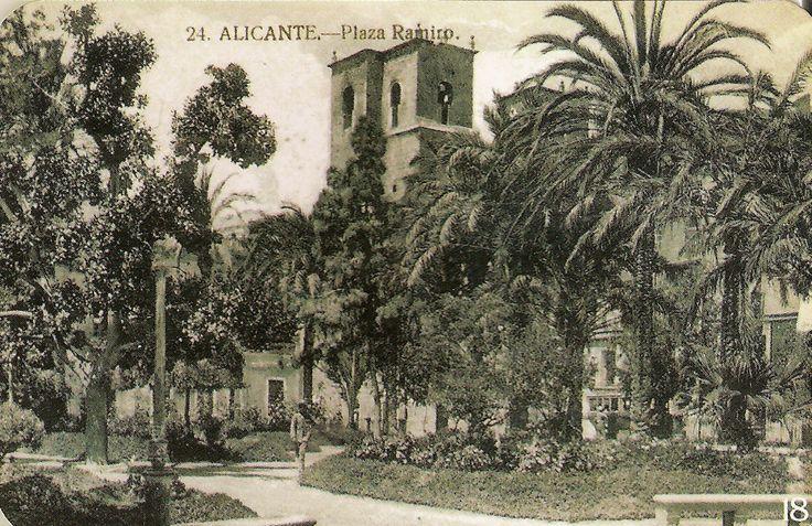 Paseíto de Ramiro (o de Remiro del Espejo) Se construyó a instancias del alcalde Carlos Chorro Zaragoza . Las obras se iniciaron en 1882 y se concluyeron en 1885 .