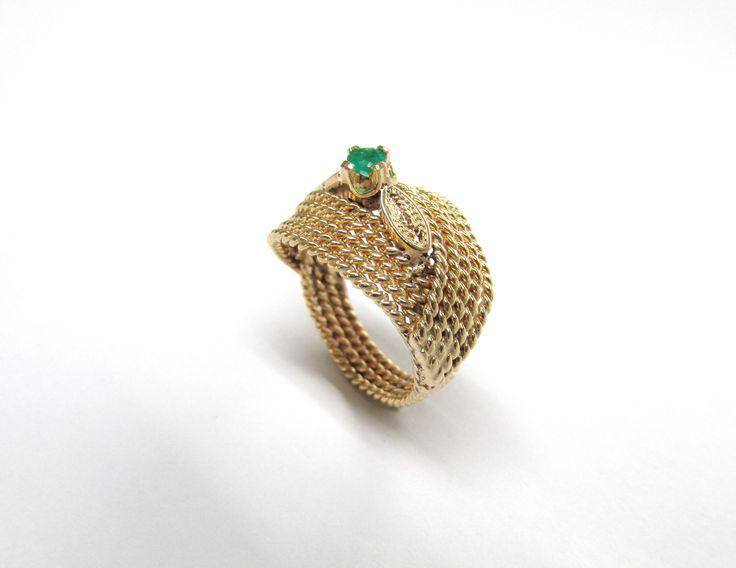 ¿Te gusta este  diseño?es un hermoso anillo en oro trabajado a mano  detalladamente, puedes escoger la piedra de tu preferencia  R693-1 #anillos #hechoamano #joyeria #hermosasjoyas #Colombia  #oro #duranjoyerosbogota #compracolombiano #esmeralda