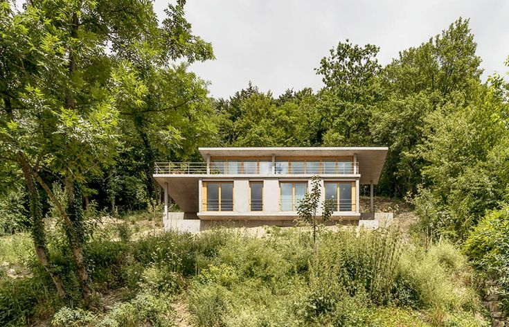 gian salis builds a house on a slope in southern germany