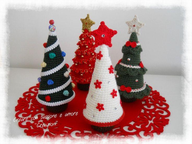 Alberelli di Natale ad uncinetto by https://www.facebook.com/CreareconpassioneeamoreCreazioni/ … #amigurumi #crochet #handmade #lemaddine #Christmas