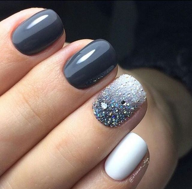 Pretty And Festive Without Being Green Gold Or Red Pinned By Zefinka Com Nails Nail