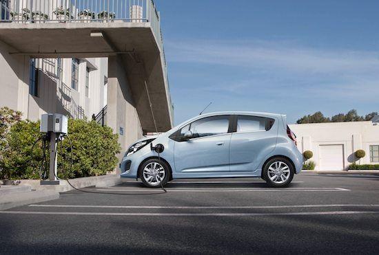 Chevrolet Spark EV - Buone percorrenze full electric     Equipaggiata da una motorizzazione esclusivamente elettrica, la Chevrolet Spark EV ha un'autonomia nel ciclo misto stimata in 132 km. Tale dato è stato calcolato dall'americana EPA (Environmental Protection Agency), partendo con la batteria interamente carica. Inoltre,...