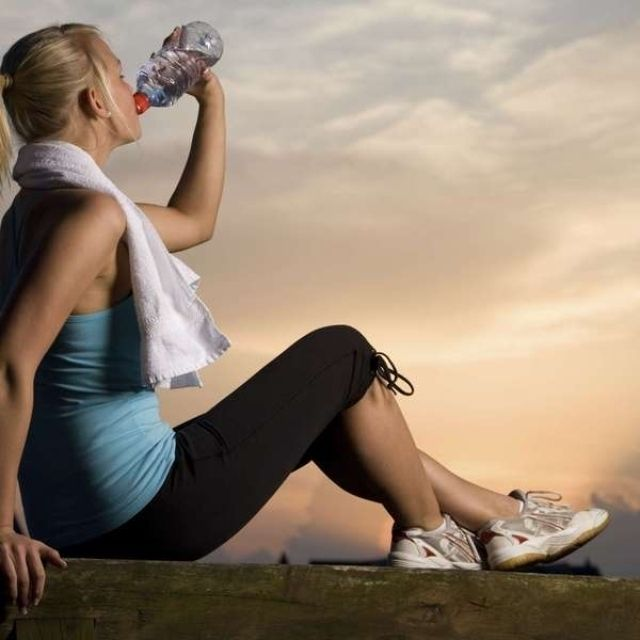 ¿Qué tan malas son las bebidas energéticas para los dientes? http://vidayestilo.terra.com.mx/salud/salud-bucal/que-tan-malas-son-las-bebidas-energeticas-para-los-dientes,c3b6508e963e8410VgnVCM3000009af154d0RCRD.html
