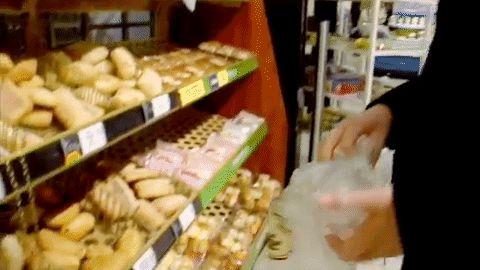 Vannak pékségek, ahol mindennek olyan egyforma íze van: puha, ragacsos, lágy. Szinte eteti magát minden péksütemény. No, de a kenyér. Az már nem.