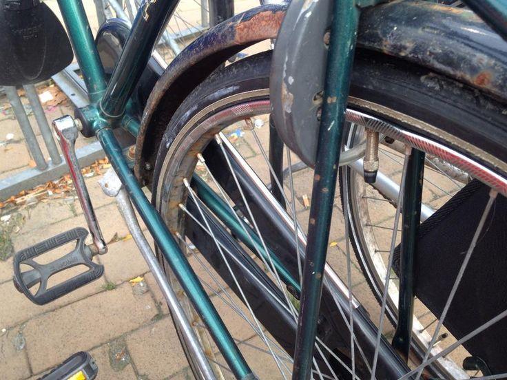 Waar ik echt een hekel aan heb is dat mijn fiets gestolen is. Vorig jaar heb ik een prachtige mountainbike gekocht en binnen 8 dagen was deze gestolen. Jammer genoeg niet verzekerd dus weg geld! Ben jij ook wel eens bestolen van je fiets? Dan hebben wij wat handige tips voor je van een ex …