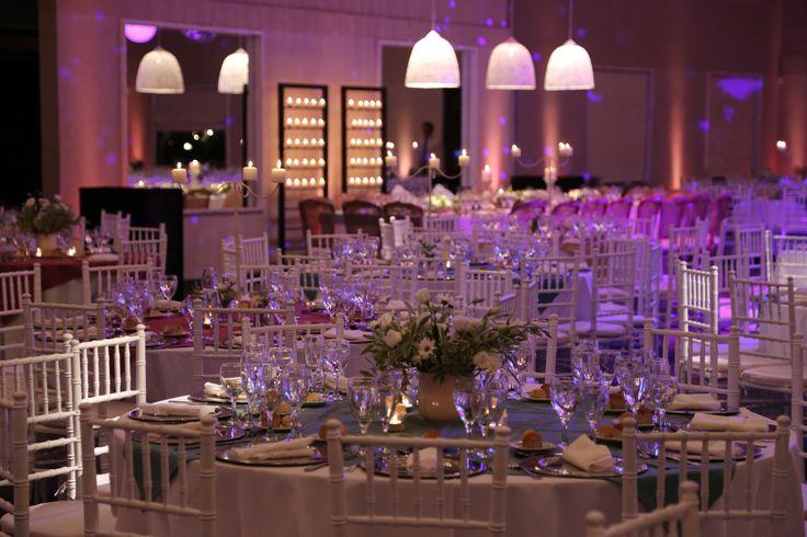 Sillas Tiffany en ambientación salón Santa Lucia Organizacion: Arpilar Weddings  #arpilarweddings #realweddings #ambientaciones #sillastiffany #santalucia #eventos