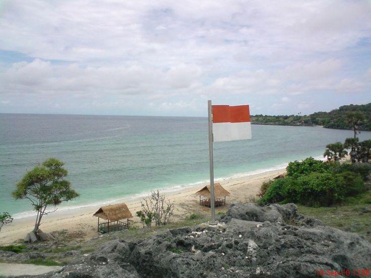 pantai uhun pulau kisar
