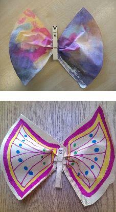 Koffiefilter vlinder.    Benodigdheden •Koffiefilter  Maat 4 grote vlinder  (papa/mama vlinder) Maat 2 kleine vlinder  (kind vlinder) •Knijper •Viltstiften  •Gekleurde pijpenragertjes