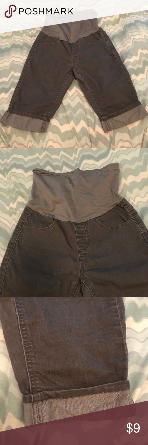 Gray Maternity Capri shorts size small Very nice gray jean looking Maternity capri shorts . They are a size small with the belly band attached to the top. Perfect for the end of summer and fall months! Pants Capris