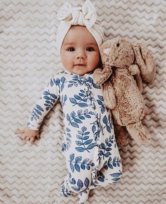 Elfenbein gerippte Fuzzy Mütze: (Pullover gestrickt) w / Flat Bow – Baby Turban Mütze, Baby Turbine, Winter Baby Mütze, – ✰ lily~grace ✰
